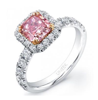 6. Cincin Halo Berlian Merah Muda