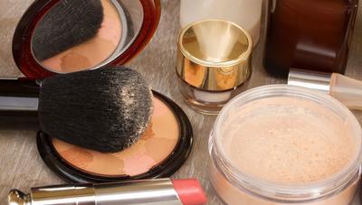 [FORUM] Untuk makeup sehari-hari lebih bagus menggunakan loose powder atau compact powder ya girls?