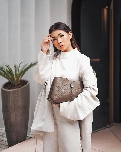 5 Fashion Influencer Ini Buktikan Turtleneck Style Paling Chic Musim Ini
