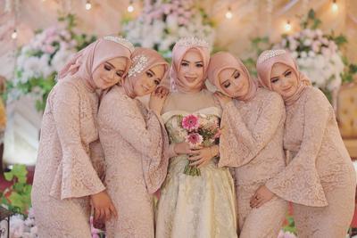 Inspirasi 5 Pilihan Warna Gaun Pengantin untuk Wanita Berhijab Ini Jadi Hits di 2019!