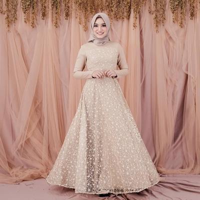 1. Inspirasi Gaun Pengantin Hijab Warna Nude