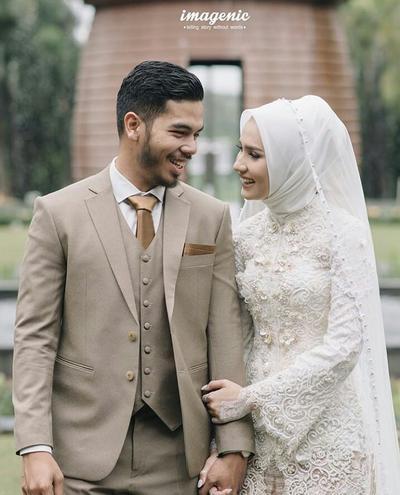 5. Gaun Pengantin Hijab Warna Putih