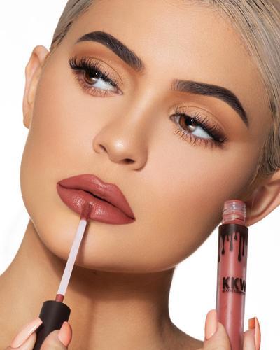 6 Tips Tampil Flawless dengan Lipstick Matte ala Kylie Jenner