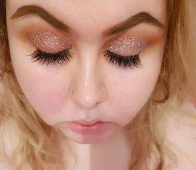 2.   Pakai Base Eyeshadow Warna Senada