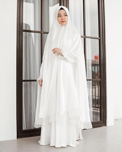 Hijab Syari Warna Putih Beraksen Lace