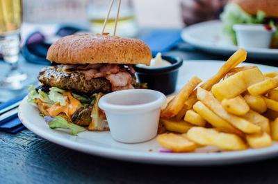 Selain Obesitas, Ini Bahaya yang Mengintai Jika Kamu Terlalu Banyak Makan Junk Food