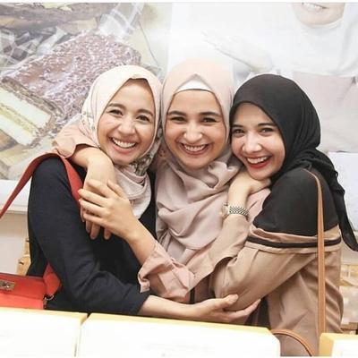 5 Hijabers Indonesia Ini Enggak Hanya Fasionable Tetapi Juga Traveler Sejati