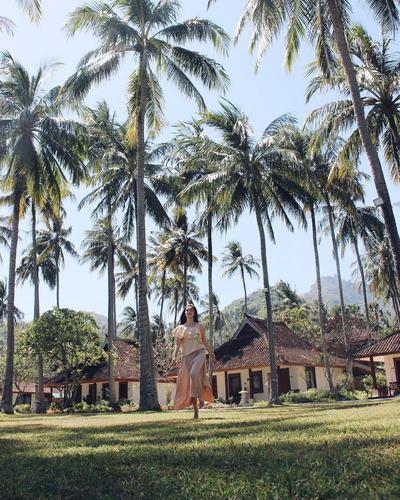 Menikmati Nuansa Alam Tropis dengan Hamparan Nyiur di Holiday Resort Lombok