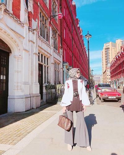 5. Hijab Casual dengan Celana Cut Bray / Flare