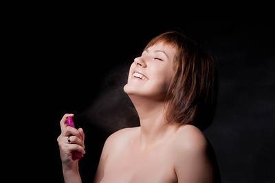 Ladies, Sudah Benarkah Cara Memakai Parfum Selama Ini? Intip Tipsnya di Sini!