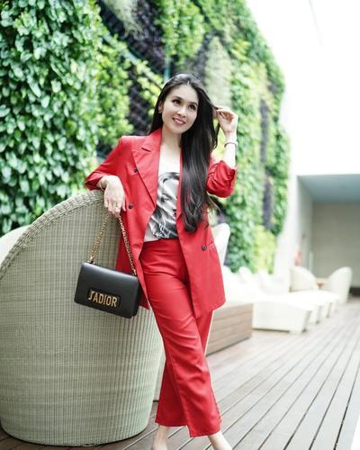 1. Blazer ala Sandra Dewi #1