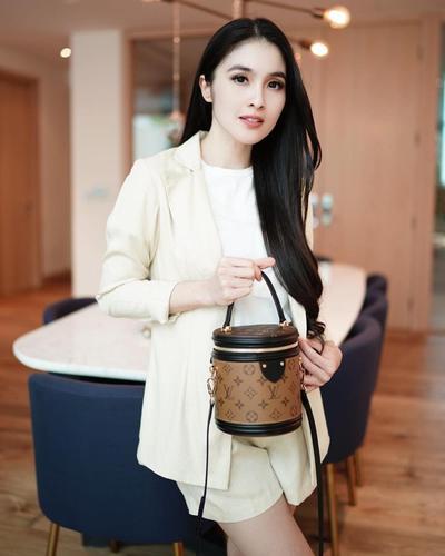 3. Blazer ala Sandra Dewi #3