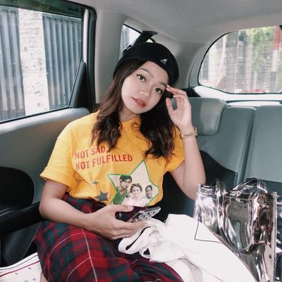 5 Gaya Kece Youtuber Cantik 'Kitten Dust' Fathia Izzati, Cute Abis!