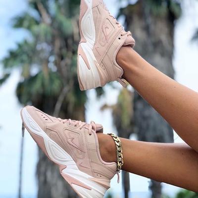 5 Model Sepatu Sneakers Wedges Wanita Paling Hits, Pas untuk Kamu yang Ingin Terlihat Lebih Tinggi