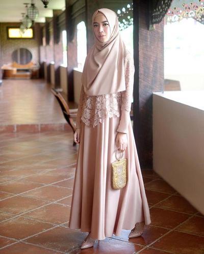 Inspirasi Model Kebaya Brokat untuk Tampil Cantik di Hari Wisuda