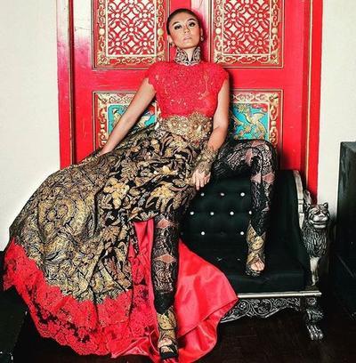 Begini Penampilan Agnez Mo yang bikin Jatuh Hati dengan Batik Khas Indonesia