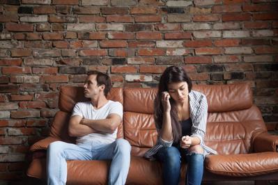 Gak Cuma Kekerasan Fisik, Cemburu Berlebihan Juga Toxic Relationship Ladies! Duh..