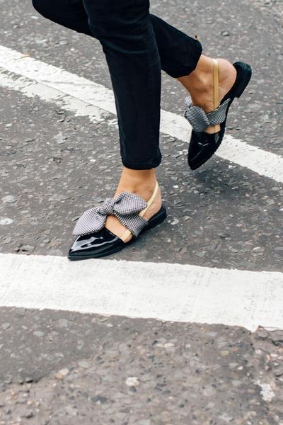 Lelah Pakai High Heels, 4 Jenis Flat Shoes Ini Siap Buatmu Makin Gaya