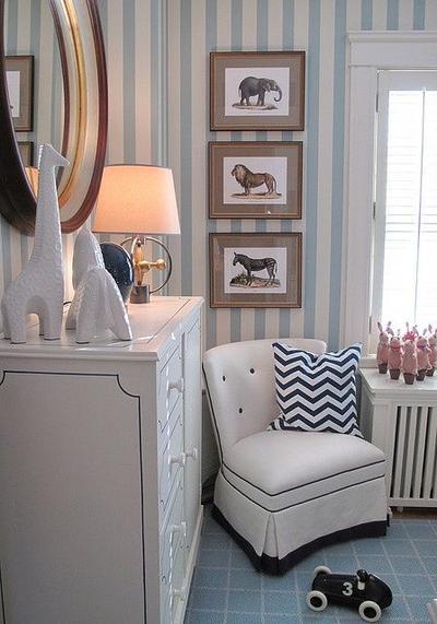 Gunakan Wallpaper Berwarna Cerah atau Bermotif Garis
