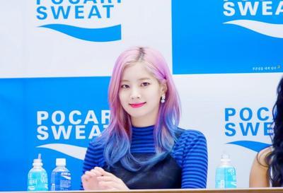 Warna Pink dan Biru
