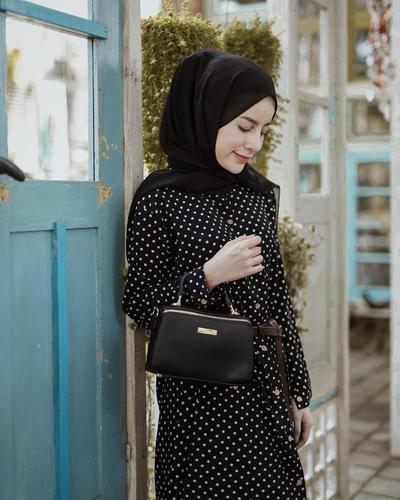 5 Kemeja Bermotif yang Wajib Hijabers Punya, Anti Mati Gaya!