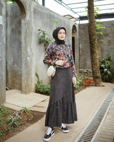 Mix and Match Kemeja Vintage Flower ala Helmi Nursifah