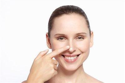 Cara Unik dan Ampuh Basmi Komedo Menggunakan Dental Floss, Tertarik Coba?