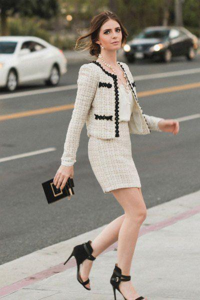 Feminim dengan Jaket Tweed