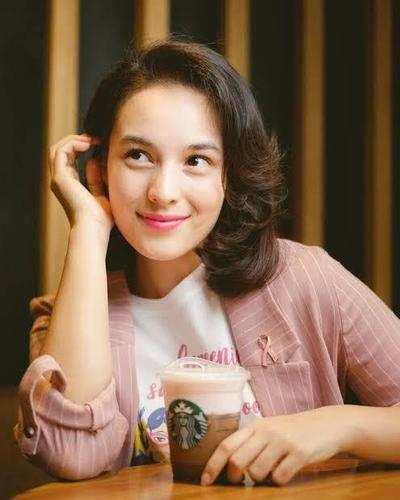 Lipstik Pink untuk Hangout ke Cafe
