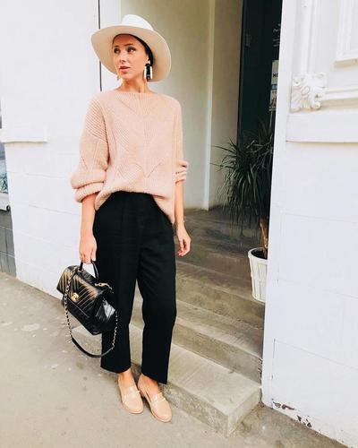 Celana Chino dan Sweater Oversize