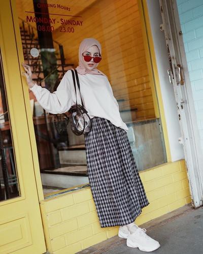 Padupadan Outfit Oversize Kekinian ala Hijabers Indonesia yang Kece