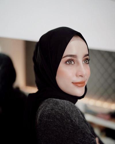 Tips Makeup: Cara Contour Wajah untuk yang Pakai Hijab