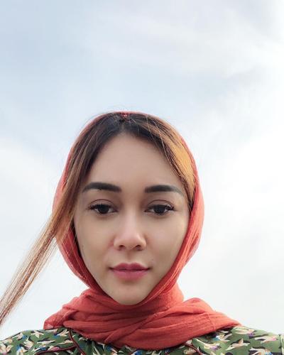Cantik dengan Hijab