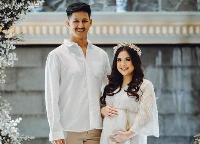 Inspirasi Maternity Shoot Manis ala Tasya Kamila dan Suami