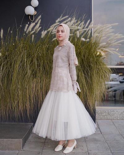 5 Inspirasi Gaya Pesta yang Elegan dengan Baju Kondangan Muslim Terbaru