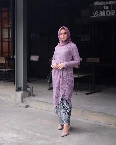 5. Inspirasi Kebaya Brokat Muslim Modifikasi