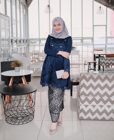 7. Inspirasi Kebaya Brokat Muslim Tunik