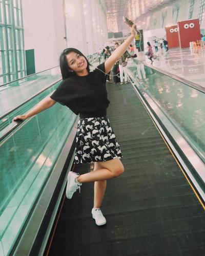 Siti Badriah dengan Mini Skirt