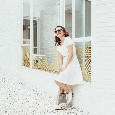 Siti Badriah yang Anggun dengan Dress Putih
