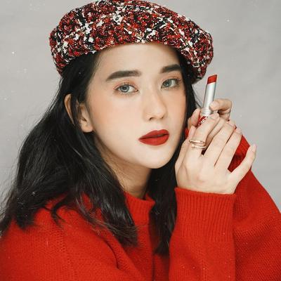 Inspirasi Makeup Look dengan Lipstik Merah ala Sasyachi untuk Siang & Malam Hari