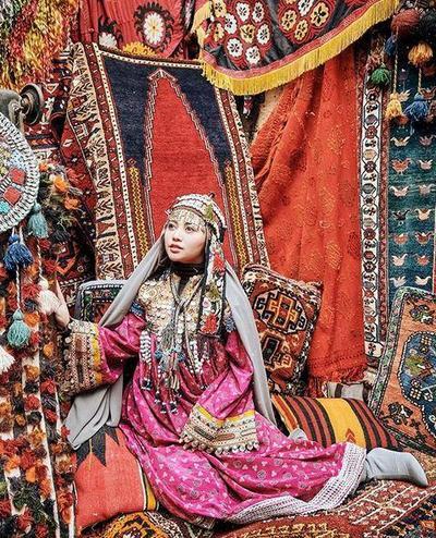 Foto dengan Baju Adat Turki (Hijab Pashmina)