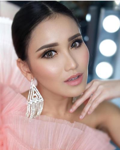 5 Inspirasi Makeup Ayu Ting Ting, Cantik dan Flawless Bak Artis Korea