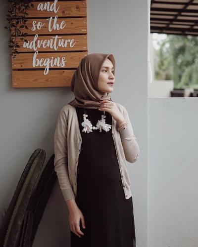 Style Tips: Hijab Warna Krem untuk Tampilan Adem dan Kalem