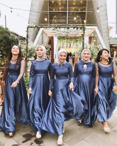 Cari Tahu, 4 Bahan yang Nyaman untuk Bahan Busana Bridesmaid