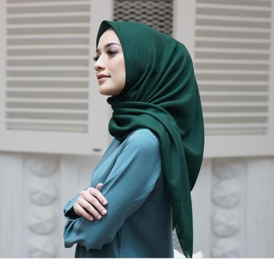 Mint Sampai Pastel, Yuk Lihat Inspirasi Perpaduan Warna Hijau pada Hijabmu