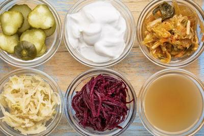 Makan Makanan Probiotik