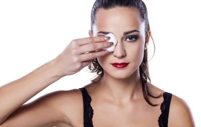 Tidak Membersihkan Makeup Sampai Tuntas