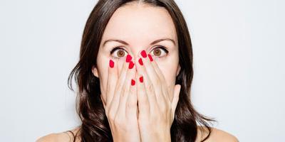 8 Cara Paling Realistis Cegah Bau Mulut, Menurut Dokter Gigi