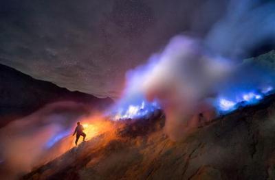 Foto: Indahnya Api Biru di Kawah Ijen Banyuwangi Jawa Timur