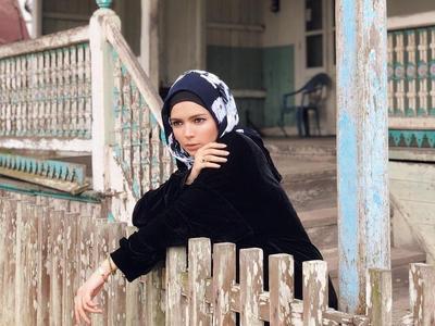 Style Tips : Hijab ala Desainer Vivi Zubedi untuk Kamu yang Bertubuh Mungil